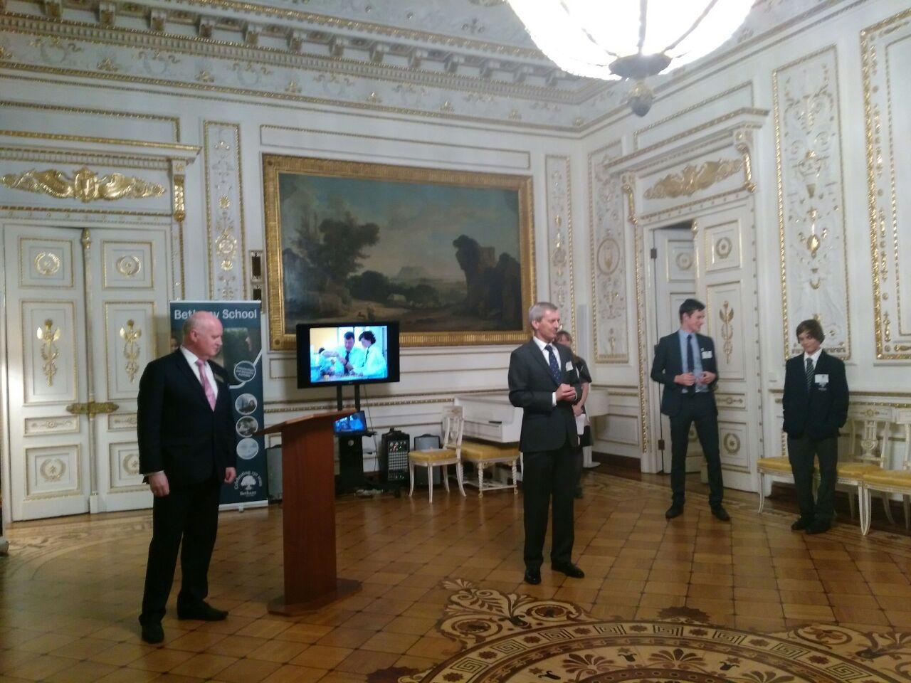 Картинки по запросу великобритания посольство в москве